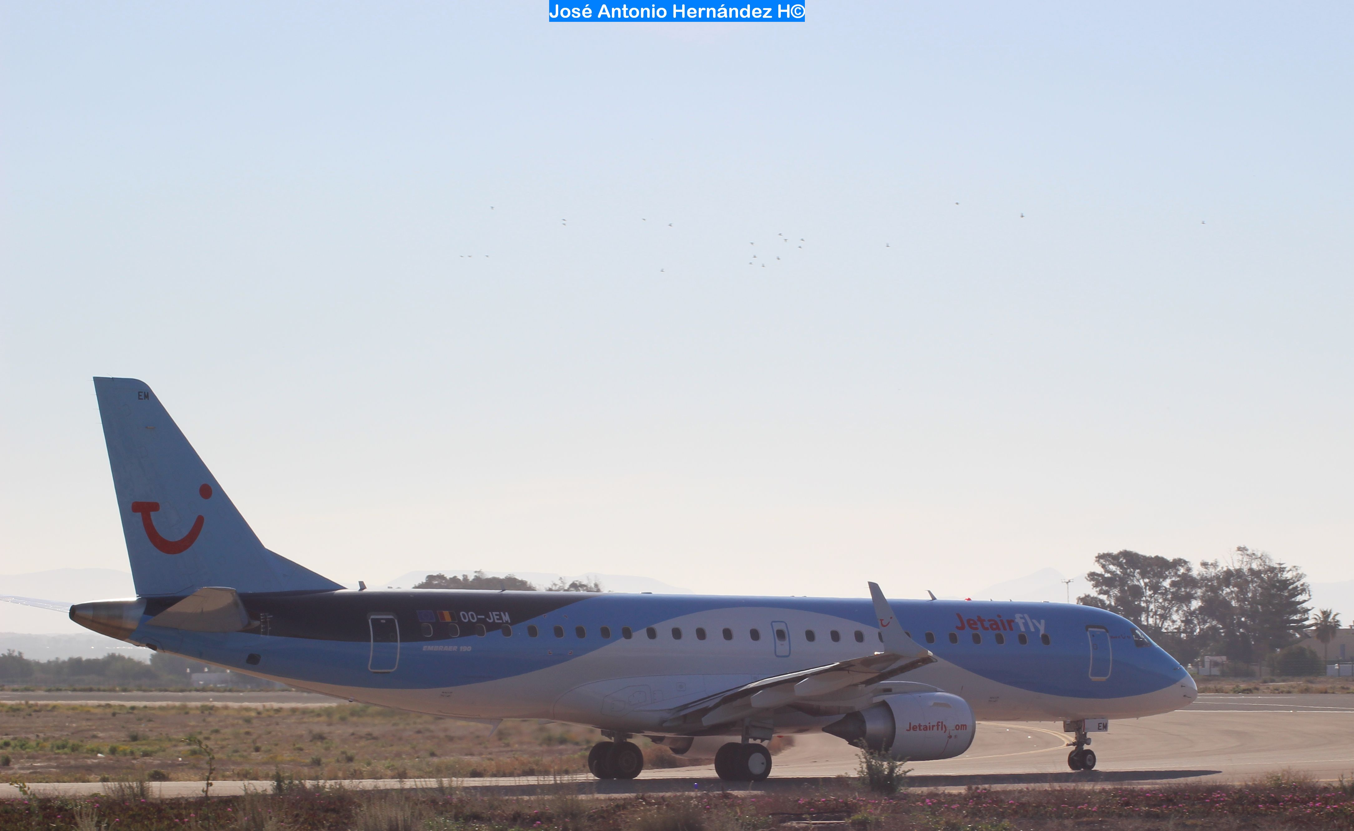 EMBRAER 190-JETAIRFLY